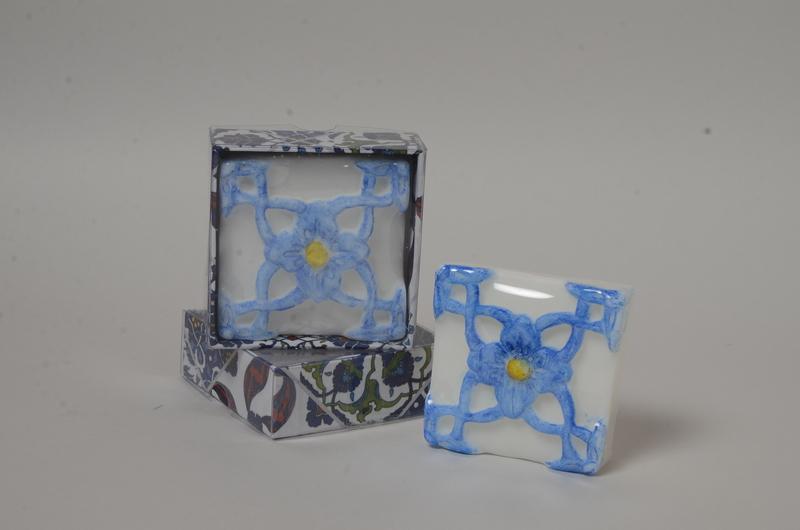 Azulejo portugues flor azul e amarelo