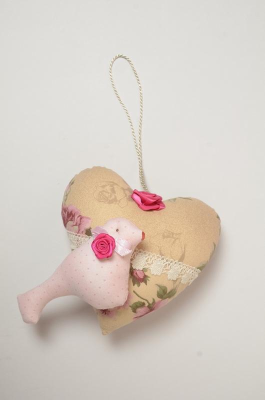 Coração pendente perfumado com passarinho